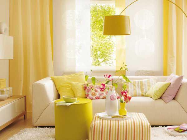 limon sarısı koltuk takımı ve perdeler