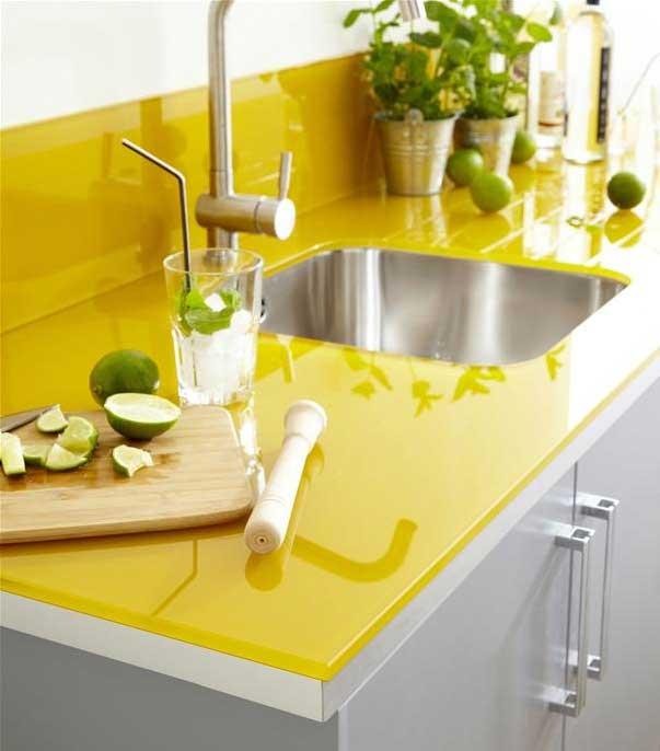 Sarı renk mutfak tezgahı