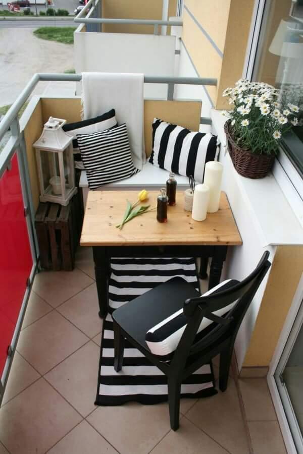 Siyah-beyaz-balkon-tasarimi
