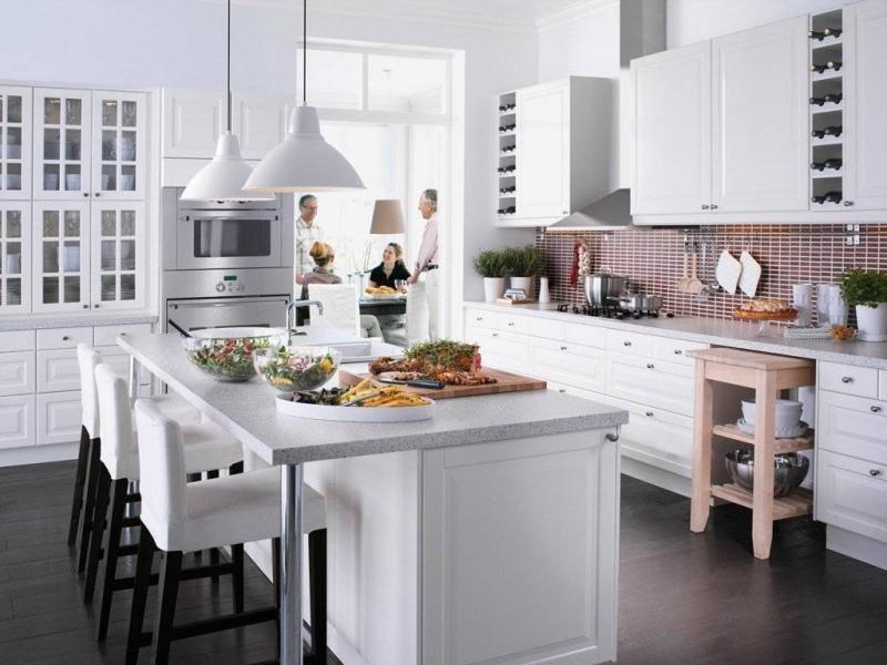 cok-sik-ve-beyaz-ikea-mutfak-dolabi-modelleri-ile-dekorasyon-onerileri
