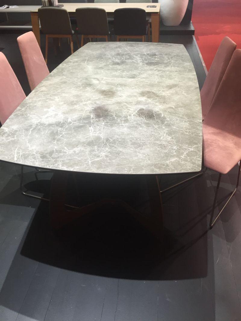 betonarme-yemek-masa-ustu