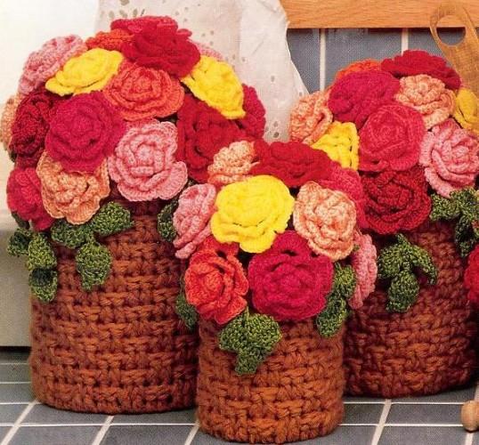 Dekoratif-çiçekli-örgü-sepet-modeli