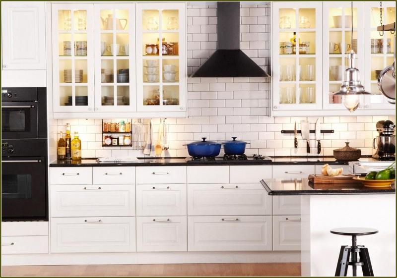 beyaz-renkli-çok-şık-ikea-mutfak-dolabı-modelleri-ile-mutfak-dekorasyonu-fikirleri