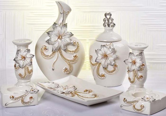 Çiçeklerle süslenmiş porselen dekoratif salon aksesuar modeli