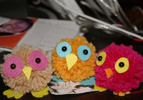 Chic ponpon-baykus-yapimi ponpondan oyuncak yapımı