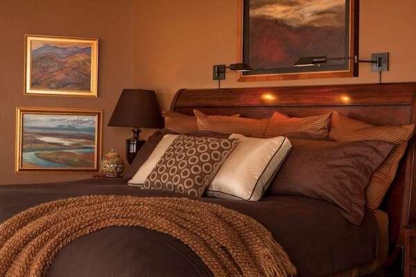 Photos of koyu-renk-yatak-odasi-basucu-lambalari İdeal Yatak Odası Lambalarını Seçme